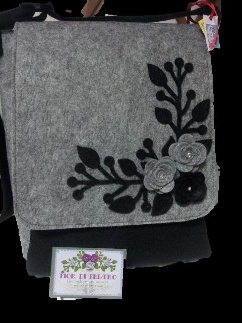 7e25d9b61a Borsa modello a Tracolla color nero/grigio con rose e rami – Fior di ...