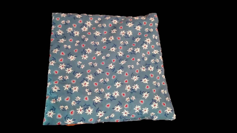 Cuscino Con Noccioli Ciliegia.Cuscino Edelweiss Con Noccioli Di Ciliegia Quadrato Color Blu